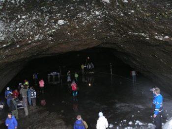 Экскурсия в лавовые пещеры кальдеры вулкана Горелый, 1 день