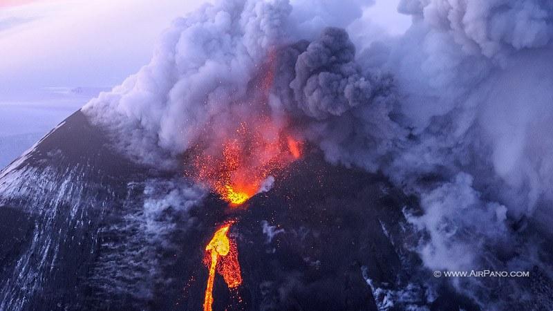 Извержение вулкана — уникальное явление природы, увидеть которое доводилось очень не многим жителям планеты.