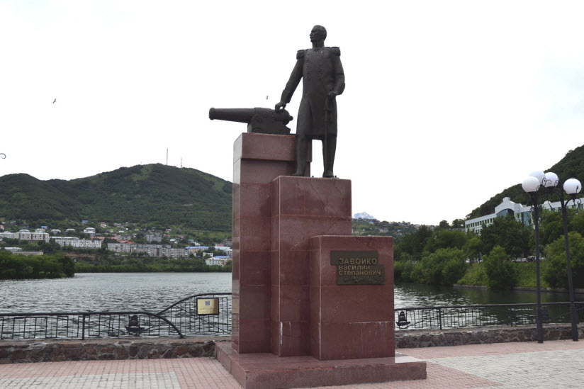 Памятник Василию Степановичу Завойко