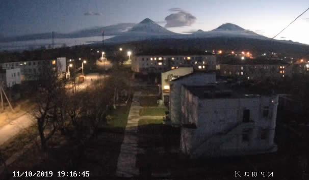 Поселок Ключи, вид на вулкан Ключевская сопка